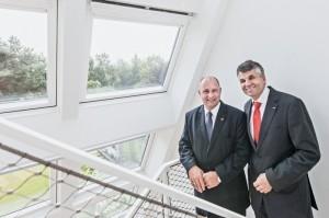 Staatssekretär Rainer Bomba und Velux-Geschäftsführer Dr. Sebastian Dresse