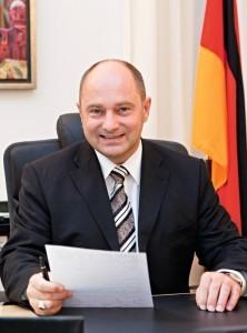 """Staatssekretär Rainer Bomba: """"Die Energie, die wir generieren, nutzen wir für das wohnen, für die Mobilität und vielleicht sogar noch dafür, sie ins Netz einzuspeisen."""" © BMVBS"""