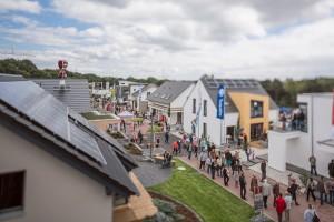 Alle Häuser sind Plus-Energie-Häuser und produzieren mehr Strom, als für ihren Betrieb gebraucht wird © BDF